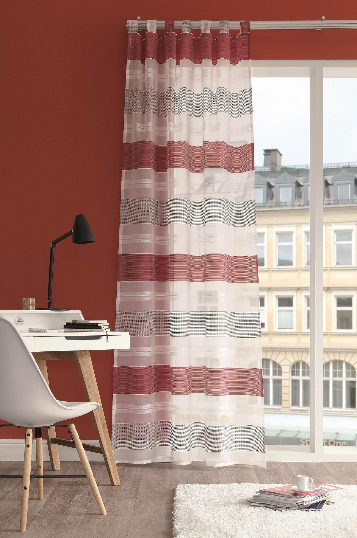 gardinen welt online shop schlaufenschal venedig rot mit querstreifen 140x245cm. Black Bedroom Furniture Sets. Home Design Ideas